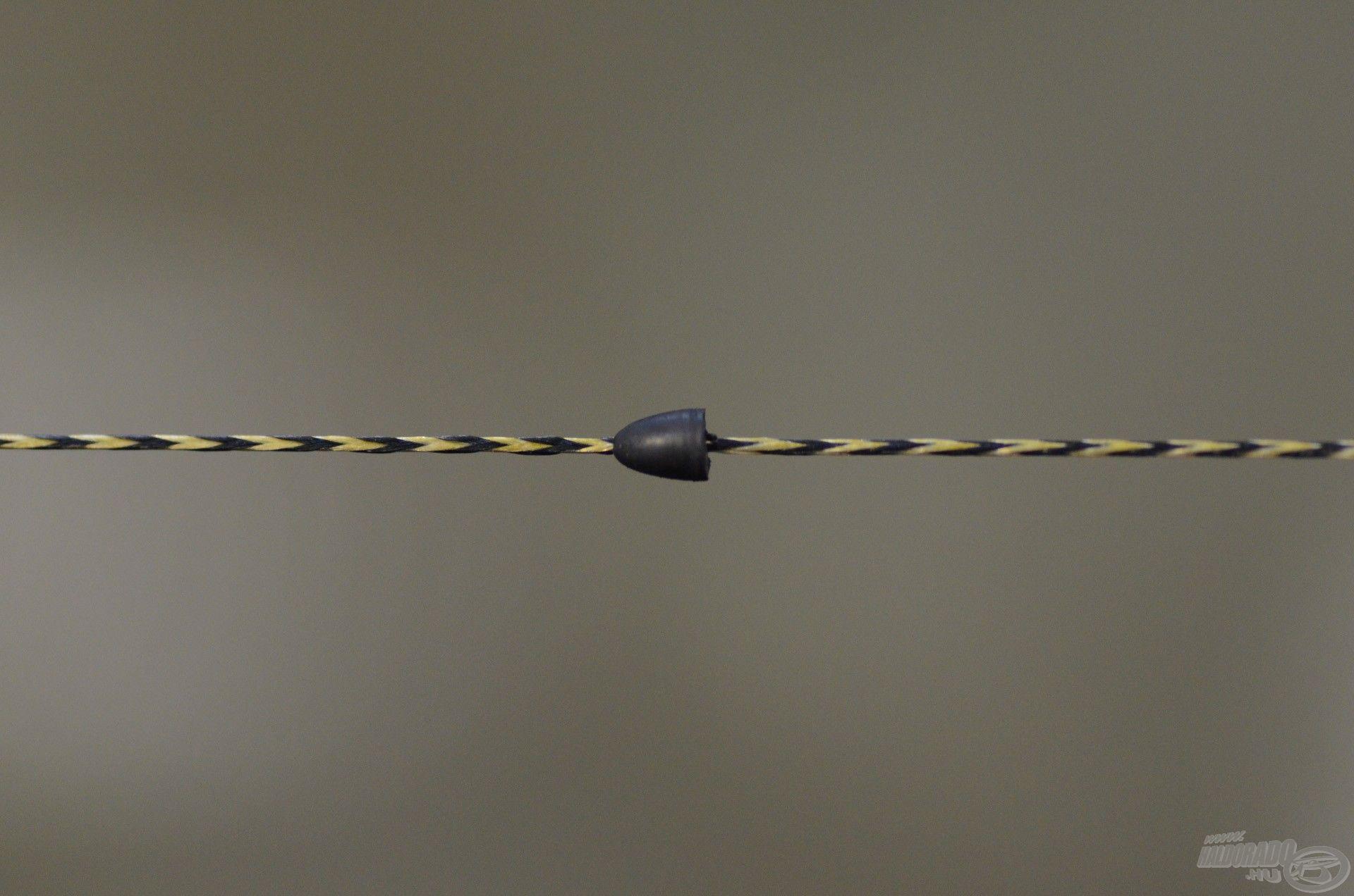 … amit a hajszálelőkét rögzítő gumiütköző követ