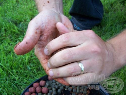 Ezután formázzunk a parittya tányérjának méreténél egy kicsit kisebb gombócokat