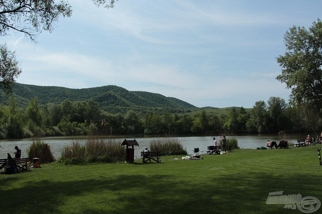 Helyi horgászok körében igen kedvelt a tó