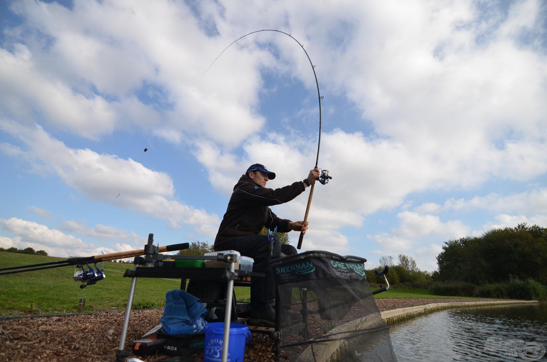 A horgászat néhány alapozó dobással indult…