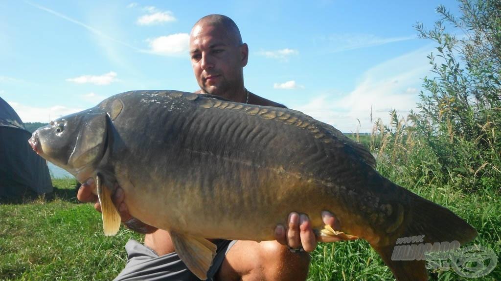 13,50 kg-os bányatavi tükrös