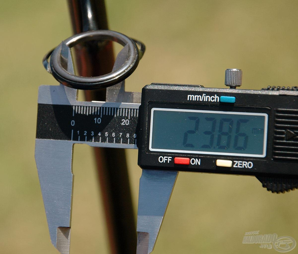 A 360XXH bot keverőgyűrűjének belső átmérője 23,86 mm