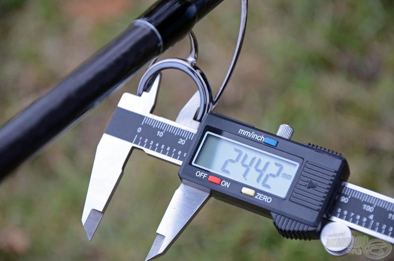 Mindegyik bot keverőgyűrűjének belső átmérője 24,42 mm