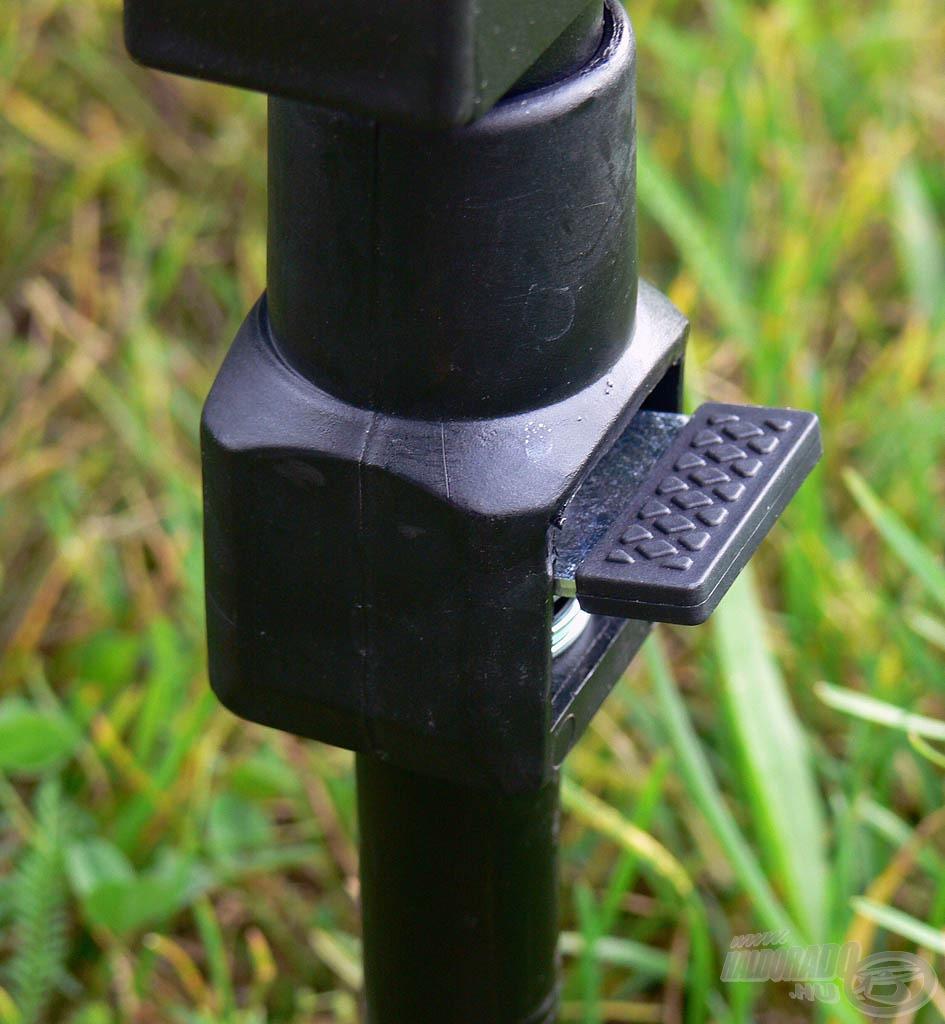 Rugós gyorszárak segítségével állíthatók a láda lábai…