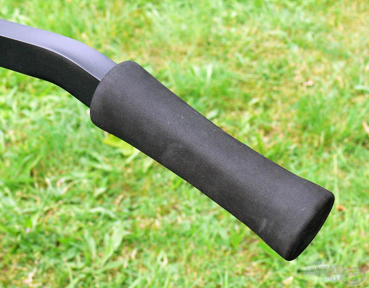 A kerékrendszerhez 88 cm hosszúságú nyelek tartoznak, melyek puha szivacsozott végei nagyon kényelmesen foghatóak