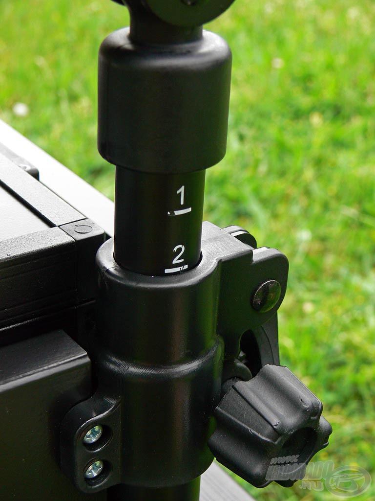 Egyedi, exkluzív megoldás az az emelőszerkezet, mellyel ülőrész és az alatta található tároló egységek emelhetők 0-8 cm (6-os skála) közötti mértékben, a láda lábaitól teljesen függetlenül
