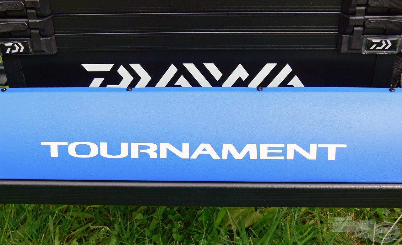 A Tournament Seat Box 500 versenyládát azoknak az úszós vagy fenekező módszert kedvelő horgászoknak ajánljuk, akik garantáltan a legjobb minőséget szeretnék magukénak tudni, és minden kompromisszumot kizárva a legjobb, legmodernebb felszereléssel kívánnak horgászni
