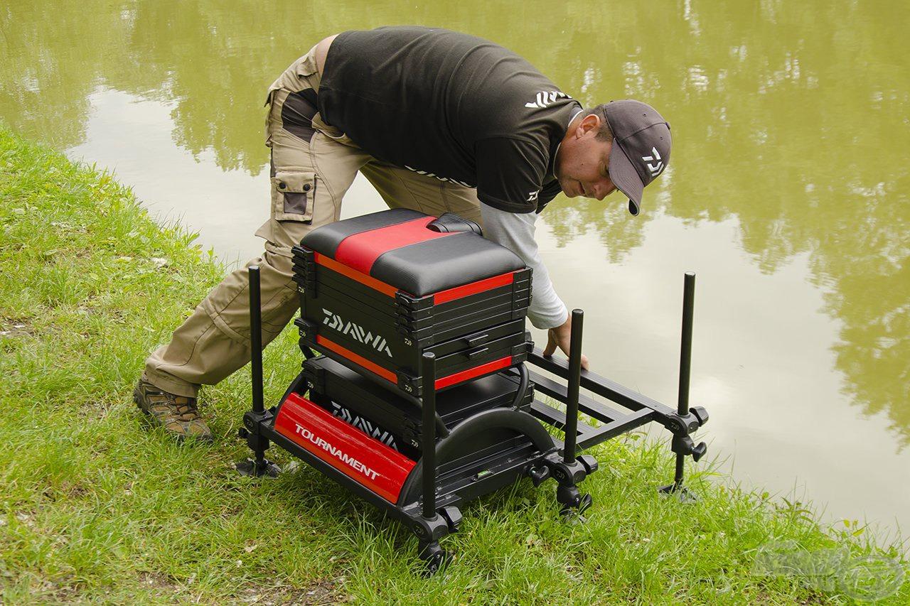 Kihúzható, nagyméretű lábrács biztosítja a kényelmes horgászatot, melyet a stabilitás érdekében szorítócsavarokkal rögzíthetünk