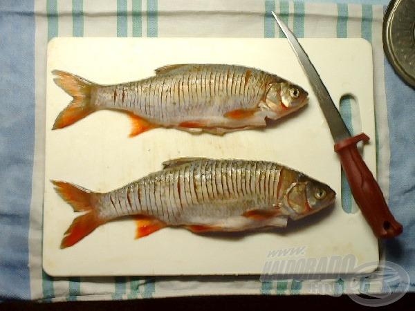 Egy éles késsel vagdossuk be sűrűn a halakat, mentesítve ezzel az Y szálkáktól