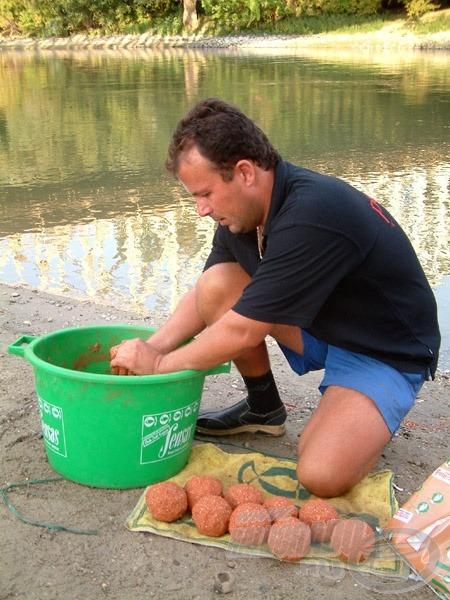Az alapozó etetéshez gyúrt gombócok száma minimum 10 darab
