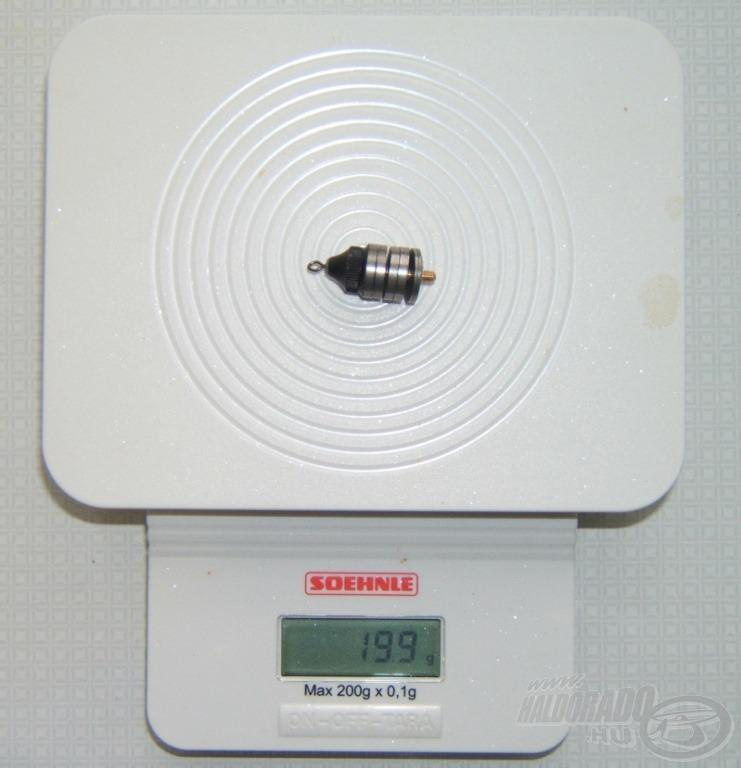 A 20 g-os úszó önsúlya a mérlegen 19,9 g-ot nyomott