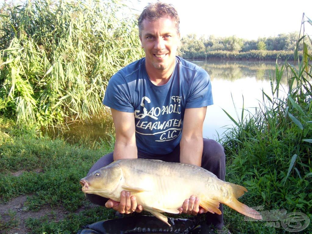 Barátunk, Péter az első komolyabb halával