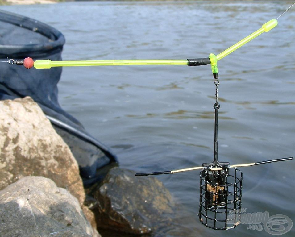 Az egyik végszerelékre drótos feederkosár került