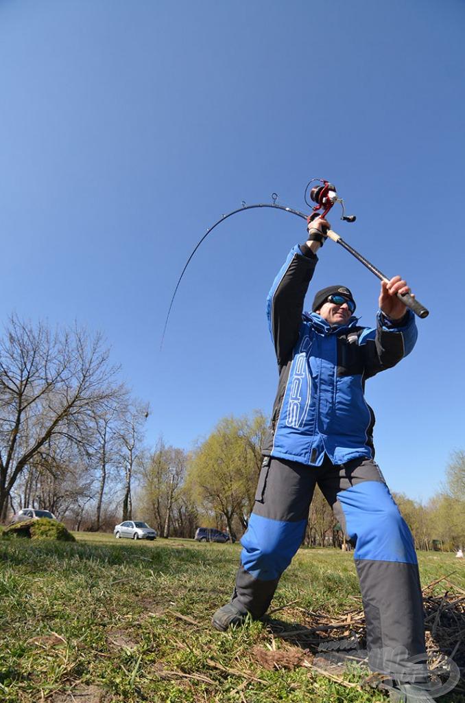 Minden horgászat egy jó dobással indul, de thermoruhában? A március már csak ilyen, reggelente elkéla meleg ruha