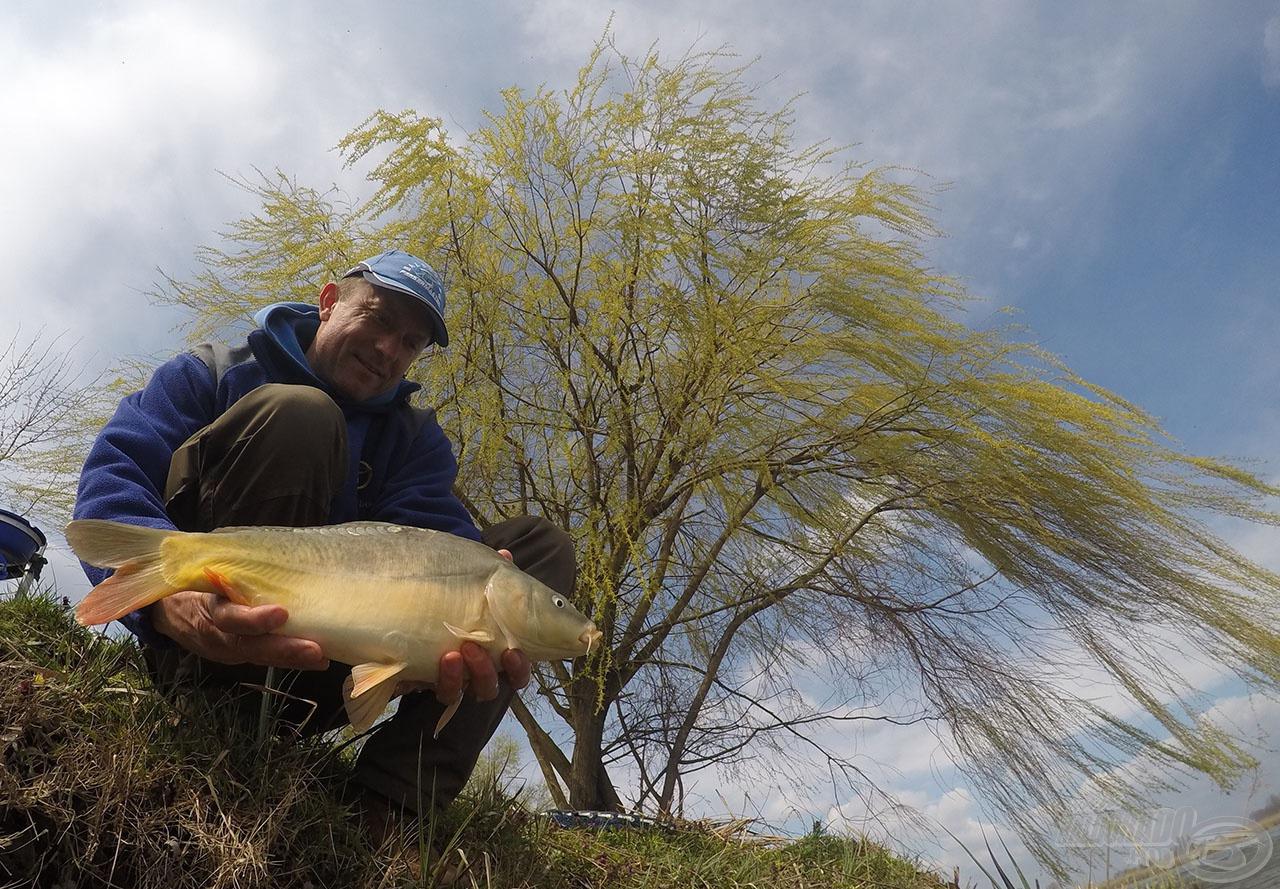 Ez a mozdulat (a hal visszaengedése) hiányzik a legtöbb horgásznál. Majd csodálkoznak, hogy miért nem fognak legközelebb?!