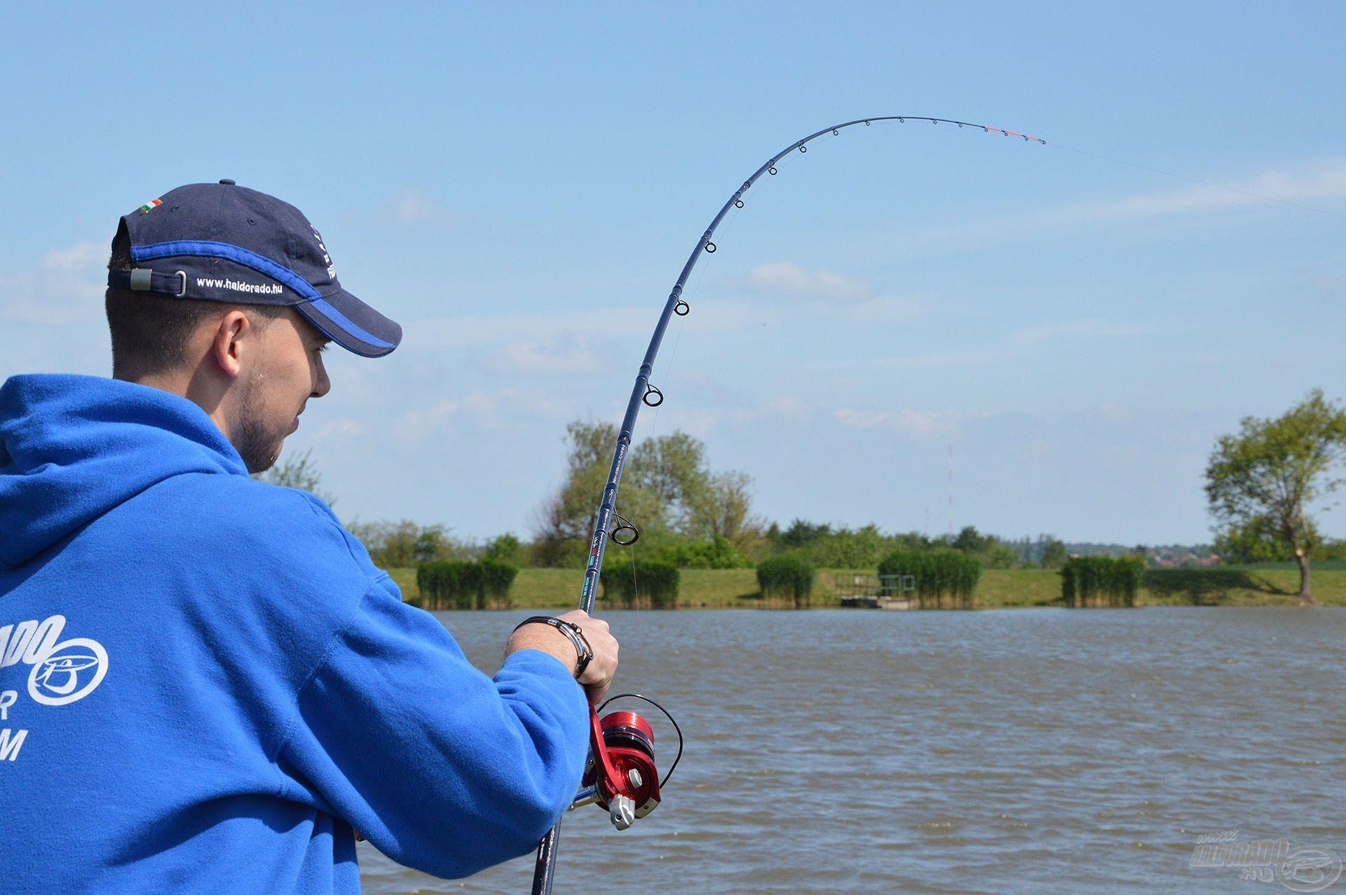 A lomha és határozott ellenállás nagy halat sejtetett. Ekkor értékelődik fel igazán, hogy a felszerelés minden pontja összhangban legyen!