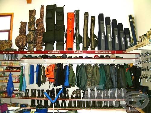 …bottáskáknak és a ruházatnak is