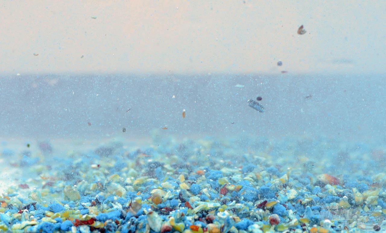 … melyek a fenéken szétterülve ellenállhatatlanul finom, könnyen megszerezhető, tartalmas táplálékforrást jelentenek a halaknak