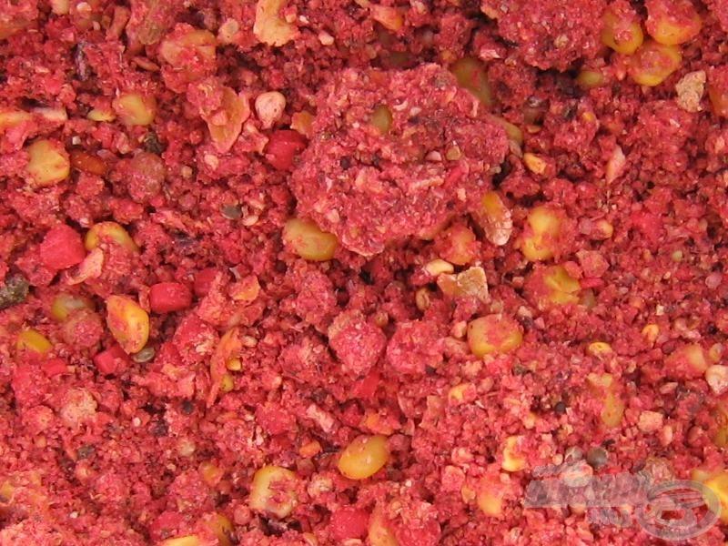 A jól bevált Haldorádó Ponty Piros etetőanyag került a feederkosarakba