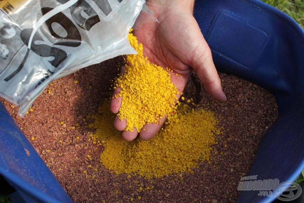 … és végül fél zacsi süllyedő morzsával fűszerezem