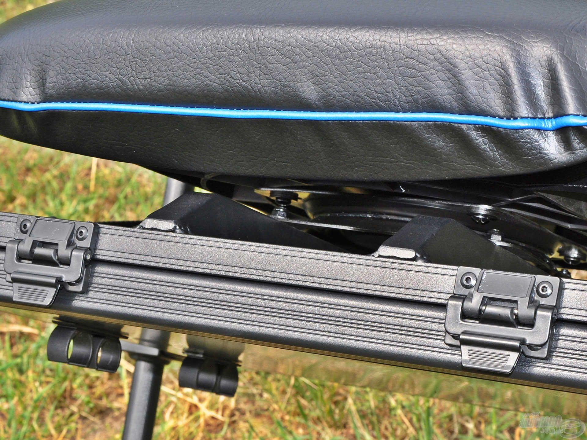 A szerelékes rekesz felett található a speciális ülésrögzítő rendszer…