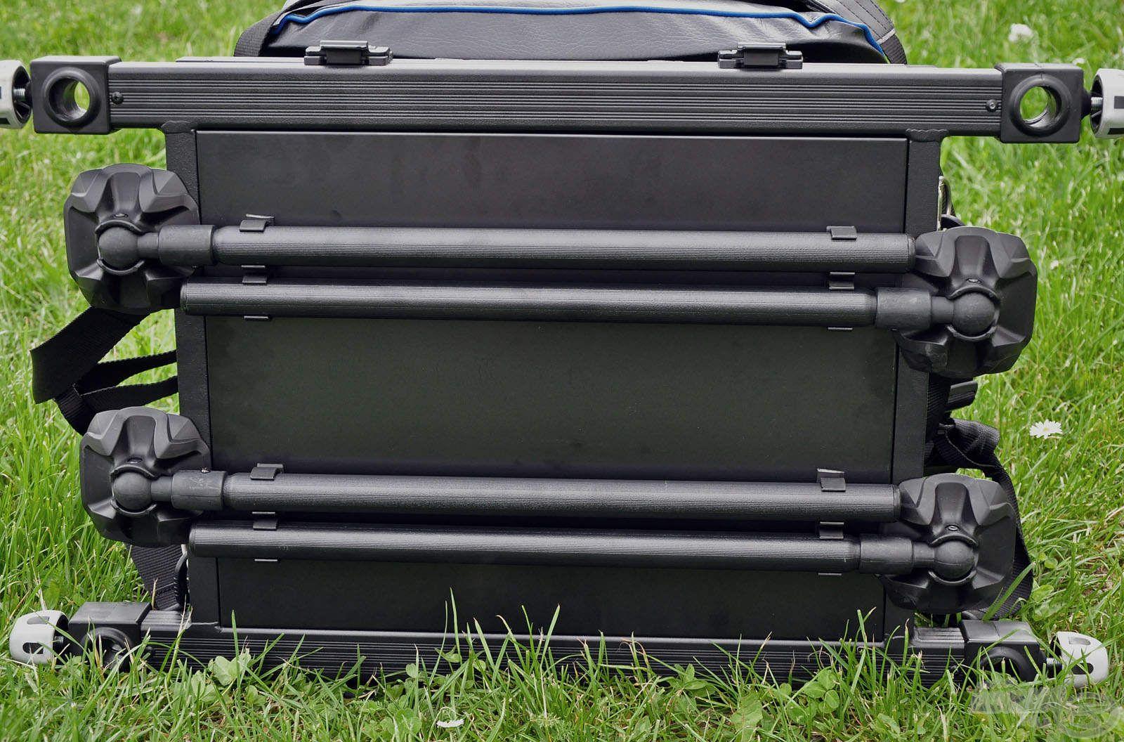 A horgászládát 4 db láb tartja, amik az egyszerű szállítás érdekében a box aljához rögzíthetők