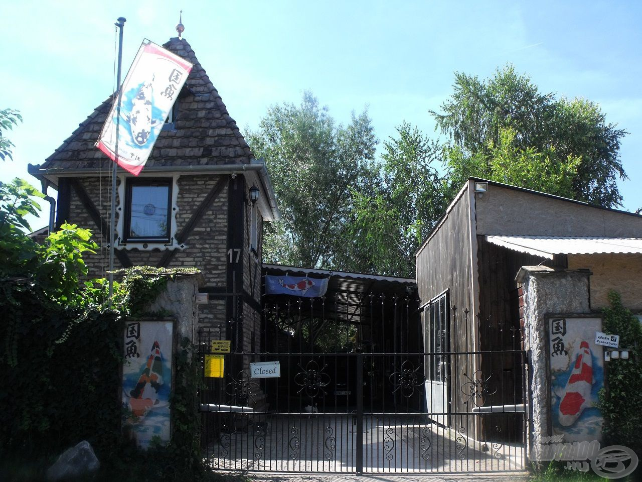 A Fekete-koi telephely bejárata