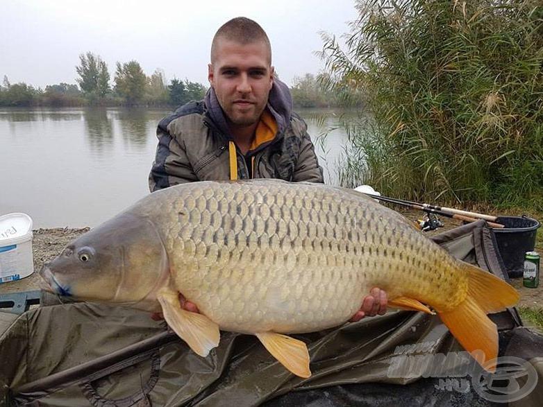Ezt a 17,30 kg-os tövest az előző horgászatomon sikerült fognom a tavon