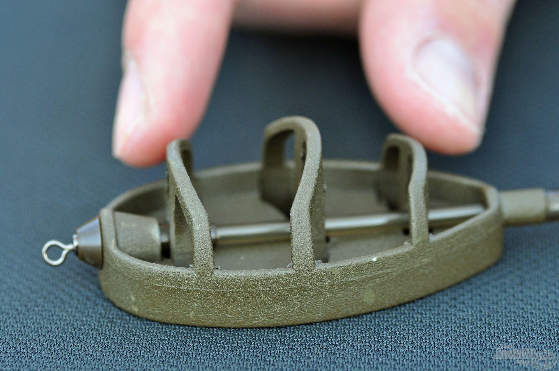 Mindegyik kosár hárombordás kialakítású, ezáltal a lazább szerkezetű etetőanyagot is képesek stabilan megtartani