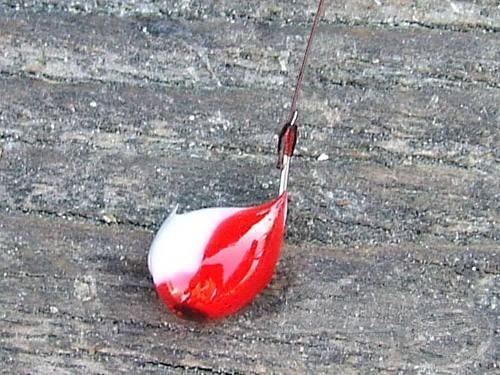 Első próbálkozás: fehér és piros Mystic színkombináció a horgon
