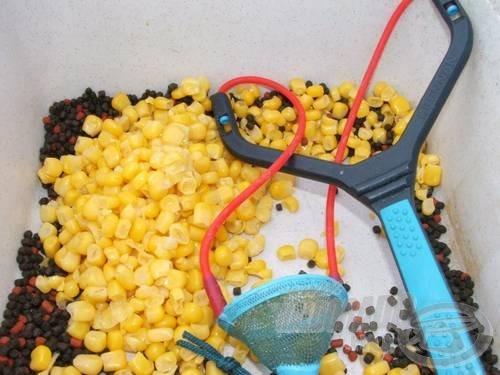 Klasszikus etetés: kukorica, pellet. Dobjuk fel valamivel a hangulatot!