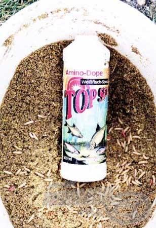 Az etetőanyagunk csalogató hatását nagymértékben fokozhatjuk, ha Amino Dope-t keverünk hozzá. A terméket az etetőanyag bekeveréséhez szánt vízben kell feloldani