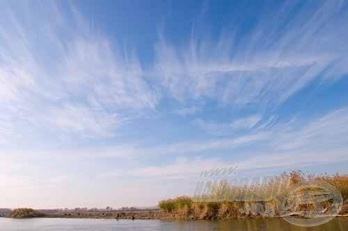 A partszéli akadók is szép süllőket rejthetnek, de meghorgászásuk szinte csak csónakból lehetséges