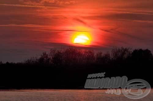 Télen is elkápráztathat bennünket a csodálatos naplemente