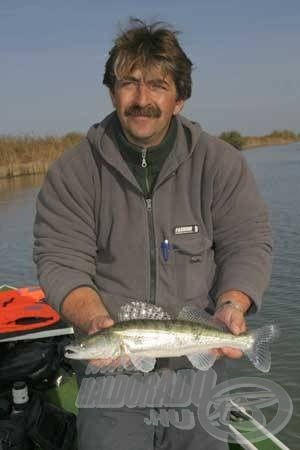 A Tisza-tavon szolgálatot teljesítő horgász idegenvezetők, szinte biztos fogásokat garantálhatnak a horgászoknak