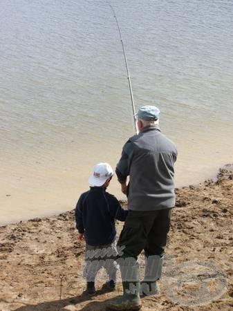 A gyermekhorgász mellé felnőtt felügyelet szükséges