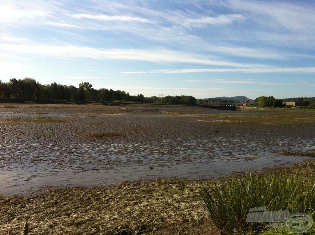 A megérkezésünk előtt 3 héttel a csatorna vizét - az erőmű karbantartási munkálatai miatt - leengedték