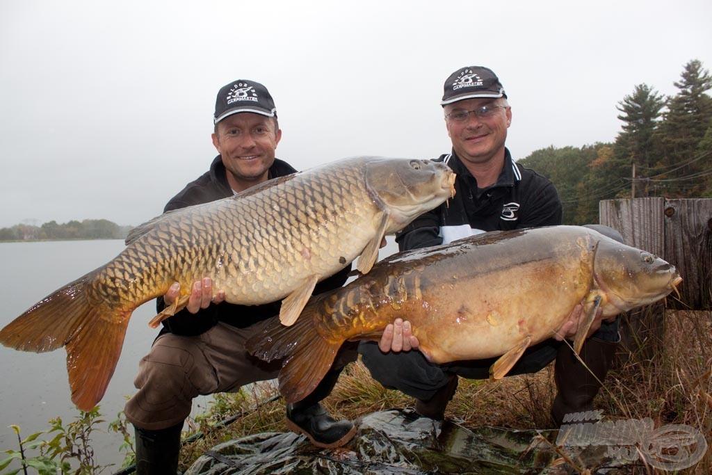Szinte egyszerre fogtuk ezt két szép pontyot. 10 percen belül 30 kiló halat tartottunk a kamera lencséje elé!