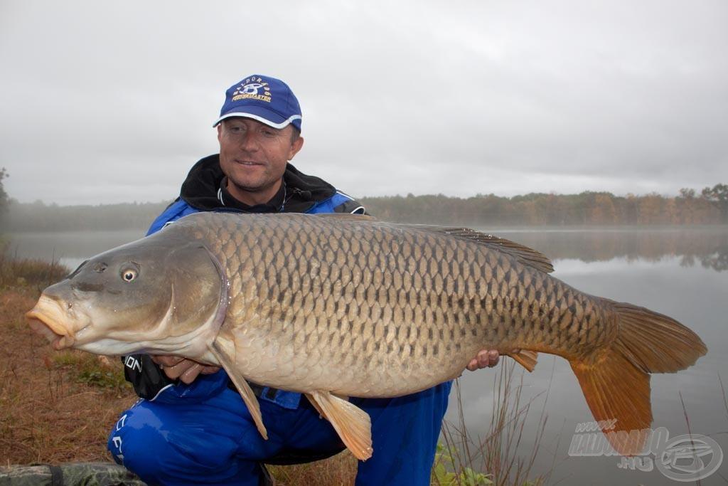 A túra utolsó hala - amely a legnagyobb, 17,44 kilós nyurgapontyunk volt - az elbúcsúzás után érkezett… soha jobbkor!
