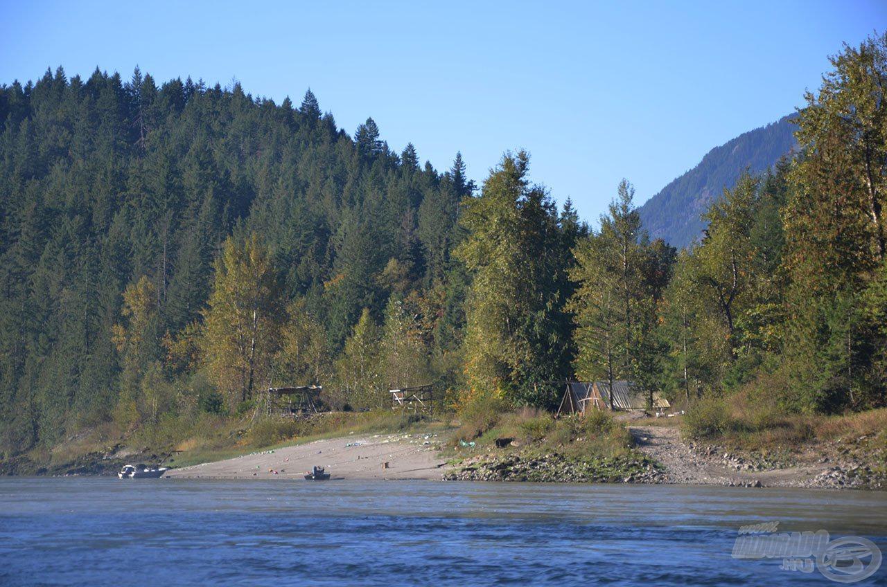 A folyó e szakaszán több indián falu is található