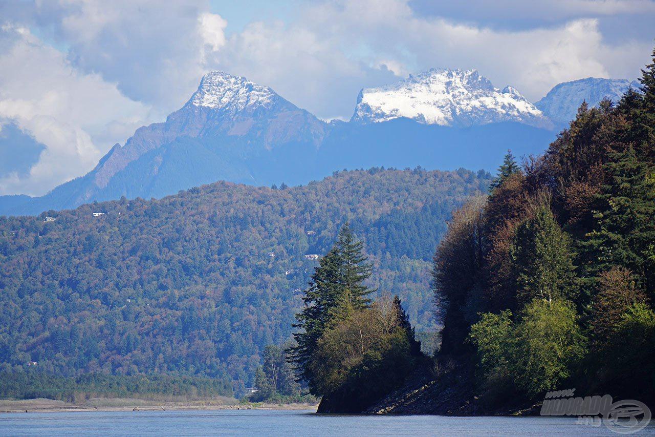 Ezt a hegyet pillantottuk meg először, amikor a folyót megláttuk, majd ezt szuggeráltuk akkor is, amikor távoztunk… talán ez azt jelenti, hogy még visszatérünk ide?