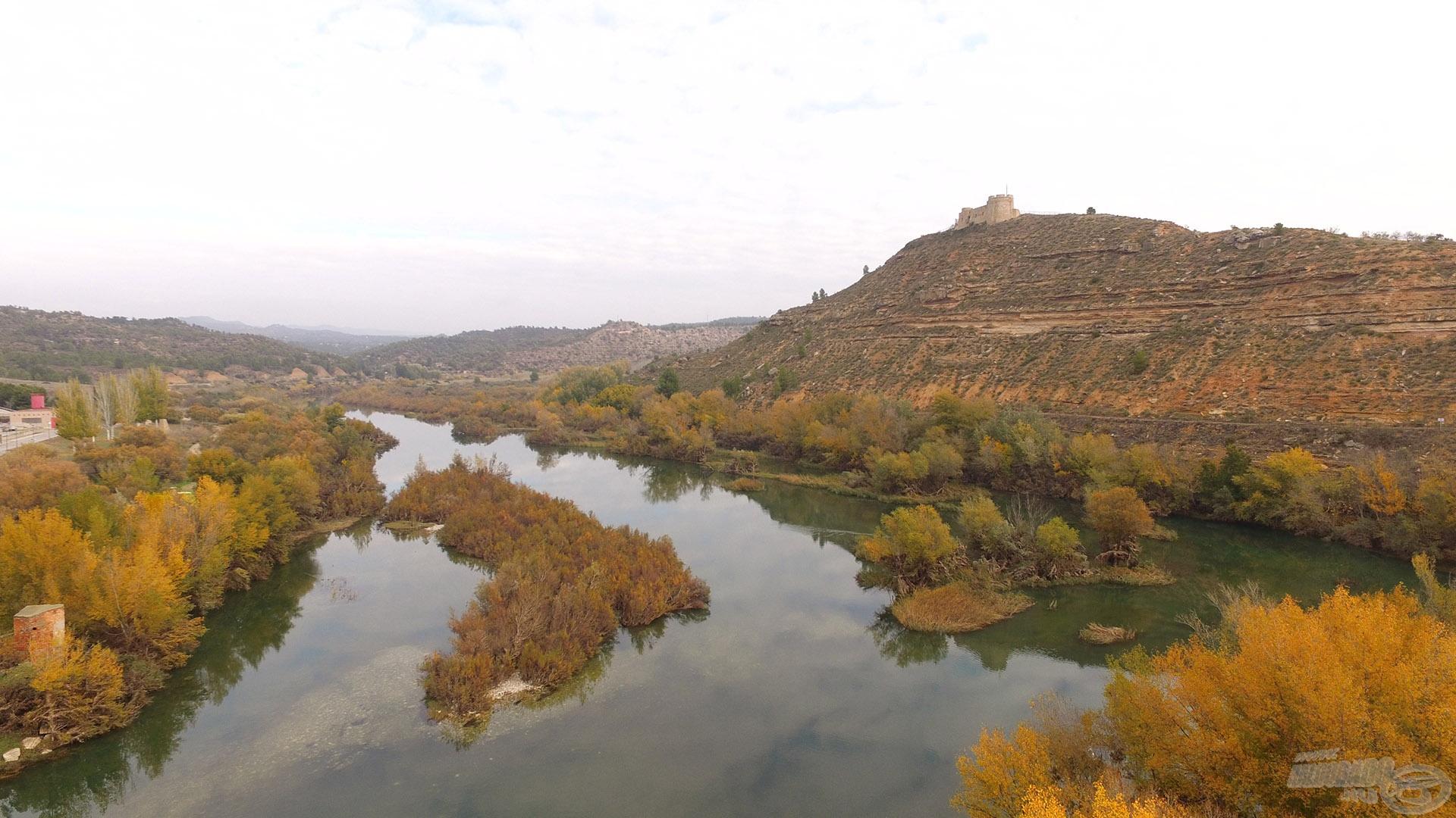 Itt csordogál békésen az Ebro folyó