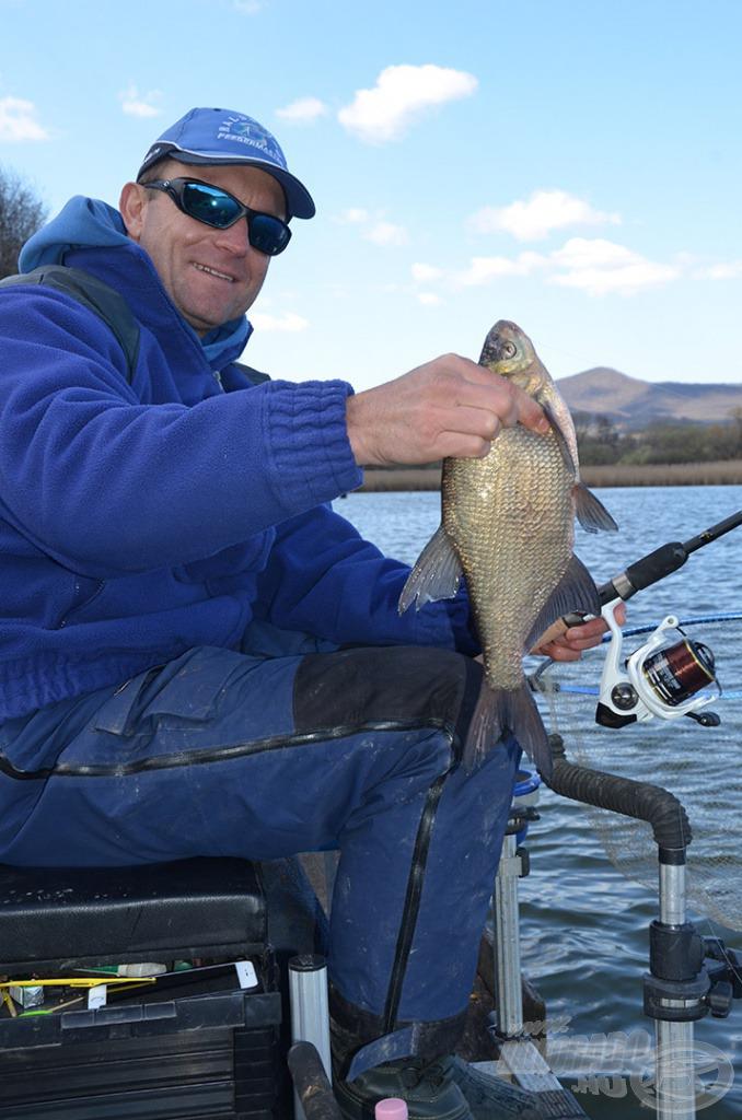 … egyre több halat sikerül szákba terelni!