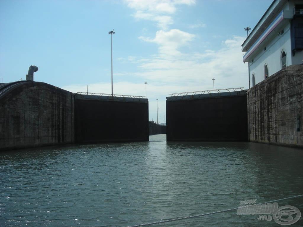 Bezáródott az Atlanti óceán kapuja… átkelés a Panama csatornán… irány a Csendes óceán!