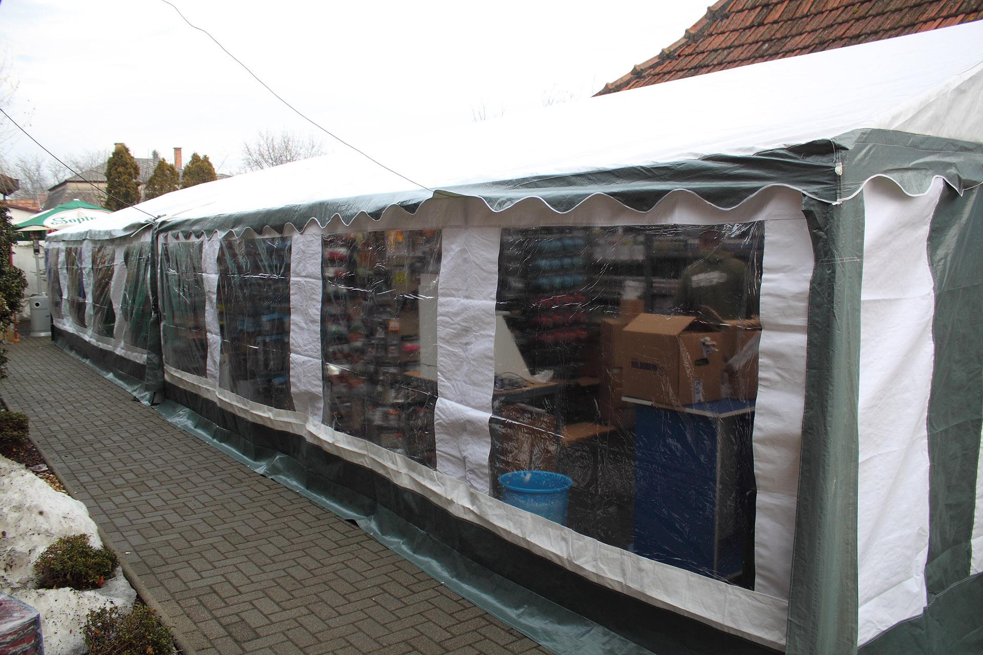 Tavaly igen népszerű volt a külső bemutató sátor, ennek alapterülete idén tovább nőtt