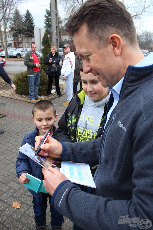 Szlovákiából érkeztek a fiatalok, hogy találkozhassanak Döme Gáborral
