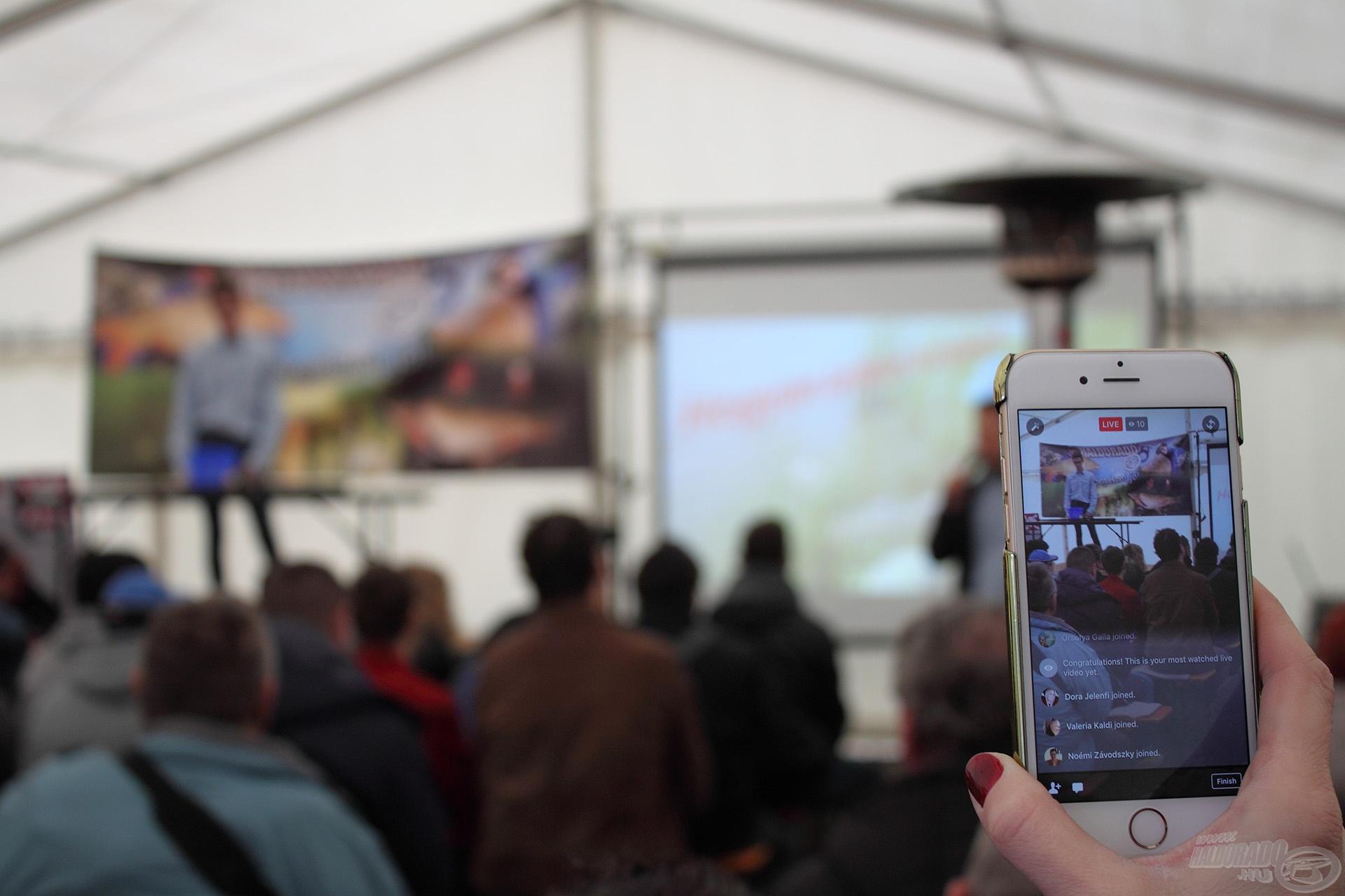 A modern technika lehetőségeit kihasználva akár élőben is végigkísérhették nézőink Bank Bálint előadását...