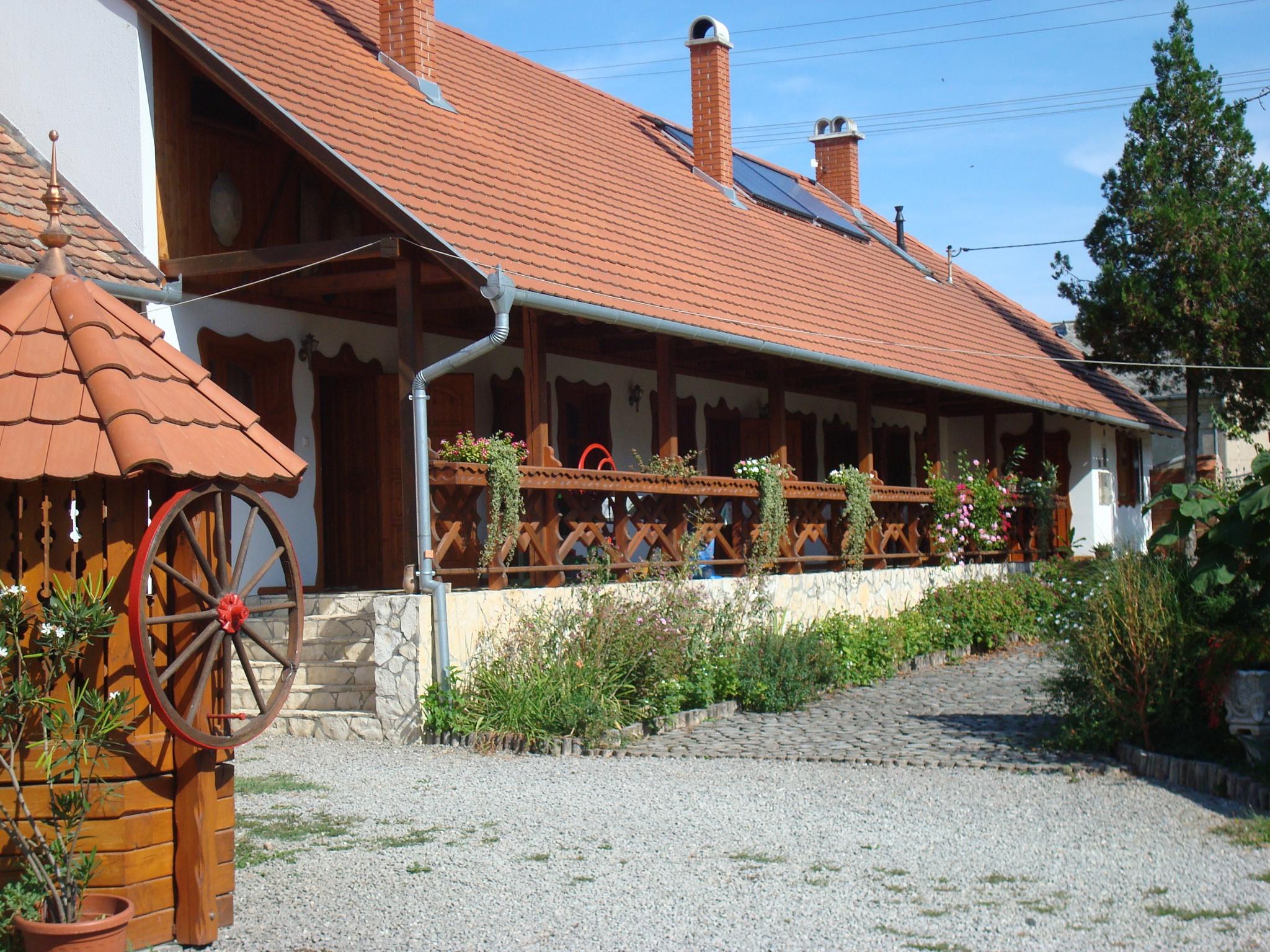 Ócsárdi Tópanzió - (lodging)